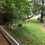手作りパンカフェ・ピクニック - 窓から見える庭