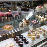 パティスリー クレ ド クール - ショーケースの中のケーキ