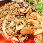 175°DENO〜担担麺〜 - 担々麺アップ!赤!そして山椒もモリモリ