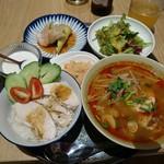 Rice people,Nice people! - 海南チキンライス トムヤムヌードルセット・1600円。