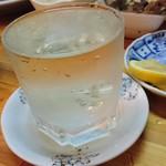 俵 - たっぷりの冷酒       お酒は春鹿
