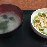 56039773 - 味噌汁とサラダ