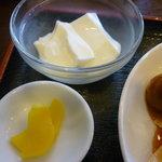 チャイナダイニング煌 - 杏仁豆腐、沢庵アップ