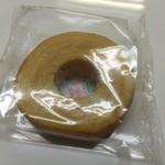 畑製菓 - 料理写真:はちみつバウムクーヘン 厚切り(規格外品)(¥120)