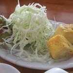 玉かふぇ - だし巻き玉子、サラダ