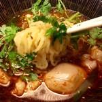 麺匠 竹虎 - パクチーの海から麺をアップ!