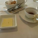 箱根ハイランドホテル ラ・フォーレ - バターとイチゴ・オレンジ・ルバーブのジャム