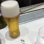 どうとんぼり神座 - 2杯目のビールとシルバーの箸入れ。