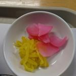 洋食屋 キッチン ふくま - 元祖ドヴィカツ丼(香の物)