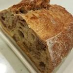 ブーランジェリー ジン - くるみパン1/4 400円