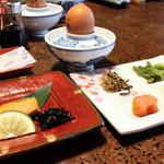 純和風旅館泉屋 - 【朝食】味付海苔、温泉蒸し卵、鮭の塩焼き、昆布の佃煮、ご飯の友プレート