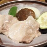 純和風旅館泉屋 - 【夕食】豚肉の陶板焼き。豚肉も分厚くて食べごたえがありましたが、名物のどんこ椎茸もものすごくおいしかったです!