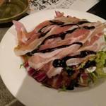 さかさ - お通し(生野菜、生ハム、バルサミコソース)