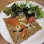 カフェ バロン - 料理写真:チーズトマトバジルガレット 800円