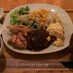 56052660 - 選べる定食:1,220円。メインは、左から、唐揚げ・ハンバーグ・サーモンとほうれん草のクリームコロッケ。