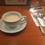 銀座スイス - セットのスープはクラムチャウダー