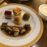 東京ベイ有明ワシントンホテル - 2016/9/11 ディナーで利用。 デザートは、種類が少なすぎるかなー( ̄▽ ̄)笑 プチケーキは、2種類しかないですー
