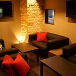 Sushi&Bar 琴 - 接待やグループでゆったりくつろげるソファーの個室もご用意しております。(最大13席)