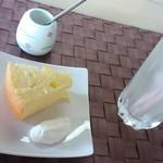 56058298 - 柚子シフォンケーキ・りんごジュース