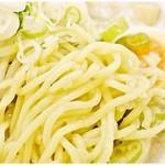 なりたけ TOKYO - つるつるプリプリの麺。…にたっぷりと絡む背脂。