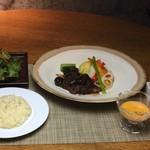 悠日 - ヤシオポーク肩ロース煮込み焼き野菜添え スープ サラダ ライス付き
