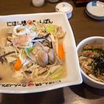 にほん橋ちゃんぽん - 料理写真:ランチのセットメニュー「とり丼セット」(800円)。
