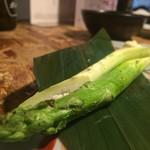 炉端と天ぷら屋台 さくら亭 - アスパラ焼き