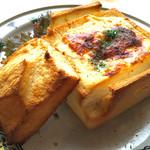 カフェテリア コスタ - 大エビのグラタン   器が食パンは、当時のまま♡ シェアしてもいいですね(*^_^*)