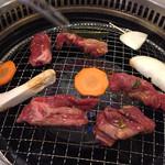 肉菜工房うしすけ - 焼いてます