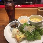 ブリックカフェ - パスタランチの前菜とドリンク