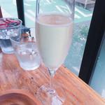 56077568 - 28.9.9.11 スパークリングワイン