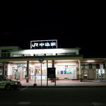 頓珍館 - 夜の中込駅