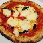 魚屋のピザ屋 ALBERO - マルゲリータ