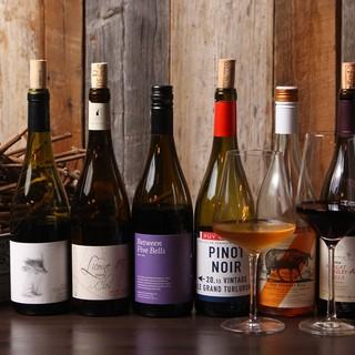 ワインは世界各国のピノノワールが中心約100種\2800~