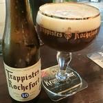 Beer Garage Ganesha - トラピステス ロシュフォール 10(1900円)は見た目と違って苦味をあんまり感じないw(°o°)w 濃厚でビールっぽくない? トラピスト系でグラスが聖杯型なのも素敵☆彡
