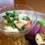 ノワイヨ - リンゴのハーブサラダ、根菜のグリル バルサミコのヴィネグレッド