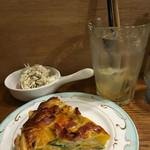 Cafe&Deli COOK - 副菜のキッシュと鶏ササミとレンコンのバジルチーズサラダ