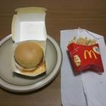 マクドナルド - 満月チーズ月見バーガーとマックフライポテト(M)
