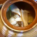 天竹 - 土瓶蒸しの中。松茸がかなり入っていた。他に、海老と鱧も。