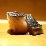 まんてん鮨 - 鰆の玉葱醤油漬け