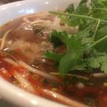 フォー・ベト - ブンボーフエの風味溢れる赤い油、ベトナムより薬味が少ないのだけ不満