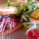 クラブ ハウス カフェ - パンメニューのBLTサンドも美味しかった!