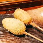 56100939 - 『えんどう豆の串揚げ』様(1本250円)濃厚なえんどう豆の軽い甘味を感じながら塩でハフハフ頂く一品でマジで旨い!
