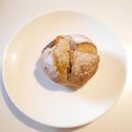 ブーランジェリー コンヴィヴィアリテ - くるみといちじくのパン