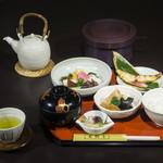 あしびの郷 - おつけもの御膳:江戸時代より続く奈良漬の老舗「あしびや本舗」のお漬物を美味しく召し上がっていただく御膳です