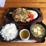 トミー - 焼きそば定食(税込880円)