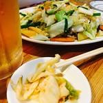 上海 - 野菜炒めとビール最高!