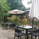 あしびの郷 - ガーデン席:緑がたっぷりのお庭でお食事をお召し上がりいただけます