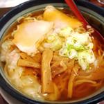 満月 - ワンタン麺 780円!