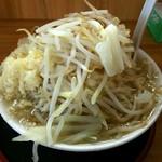 ガッツリラーメン 暁 - ラーメン ニンニク入り (野菜・麺はデフォ)